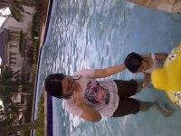 Berenang di air yang kotor