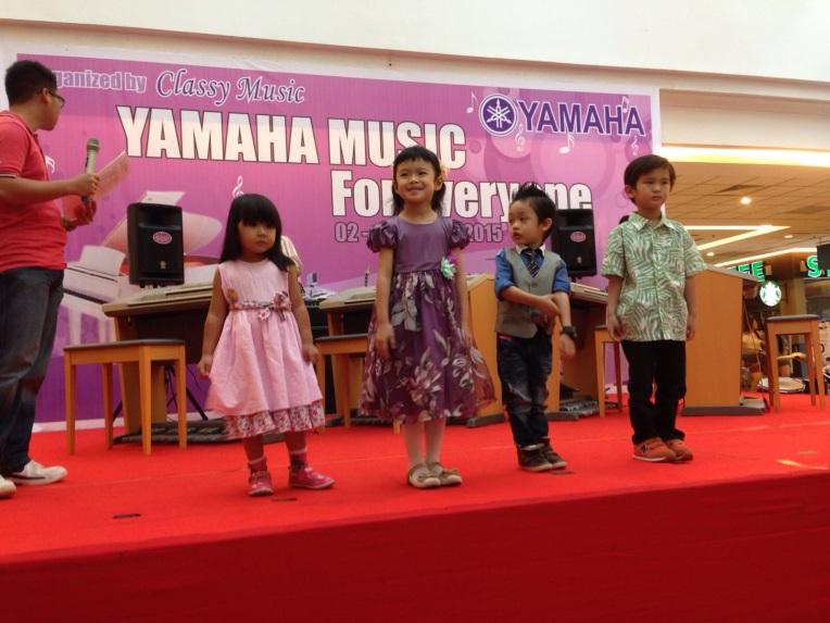 Michelle on stage Yamaha Music Fair Batam 2015